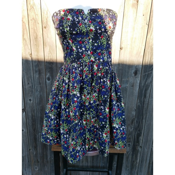 bebe Dresses & Skirts - Strapless floral dress size M